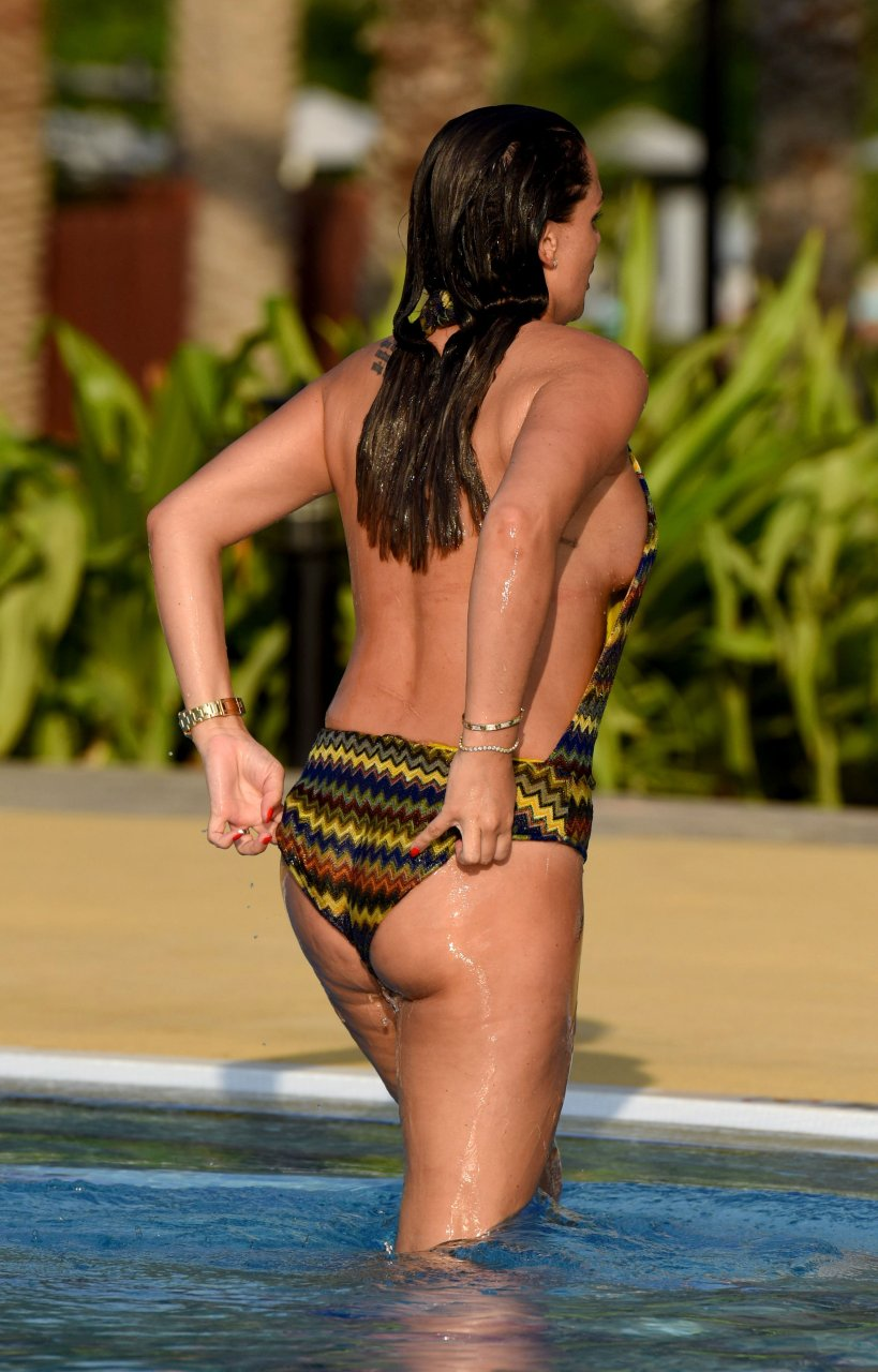danielle lloyd sexy pictures