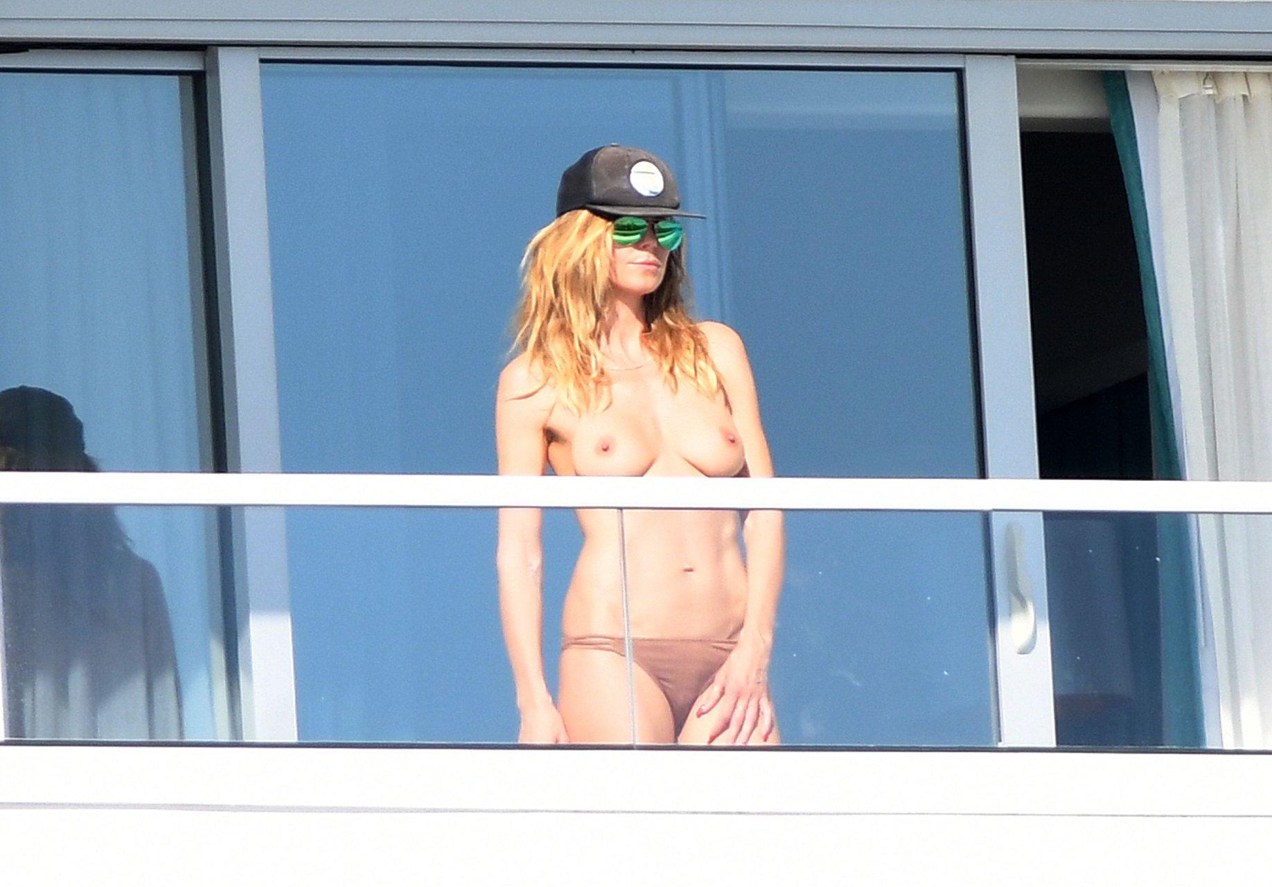 Heidi klum shows off side boob in nude vacation snapshot
