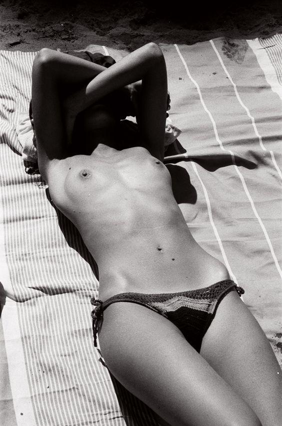 Joanna Halpin Sexy & Topless (6 Photos)