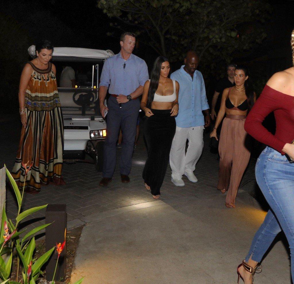 Kim, Khloe and Kourtney Kardashian Sexy (15 Photos)