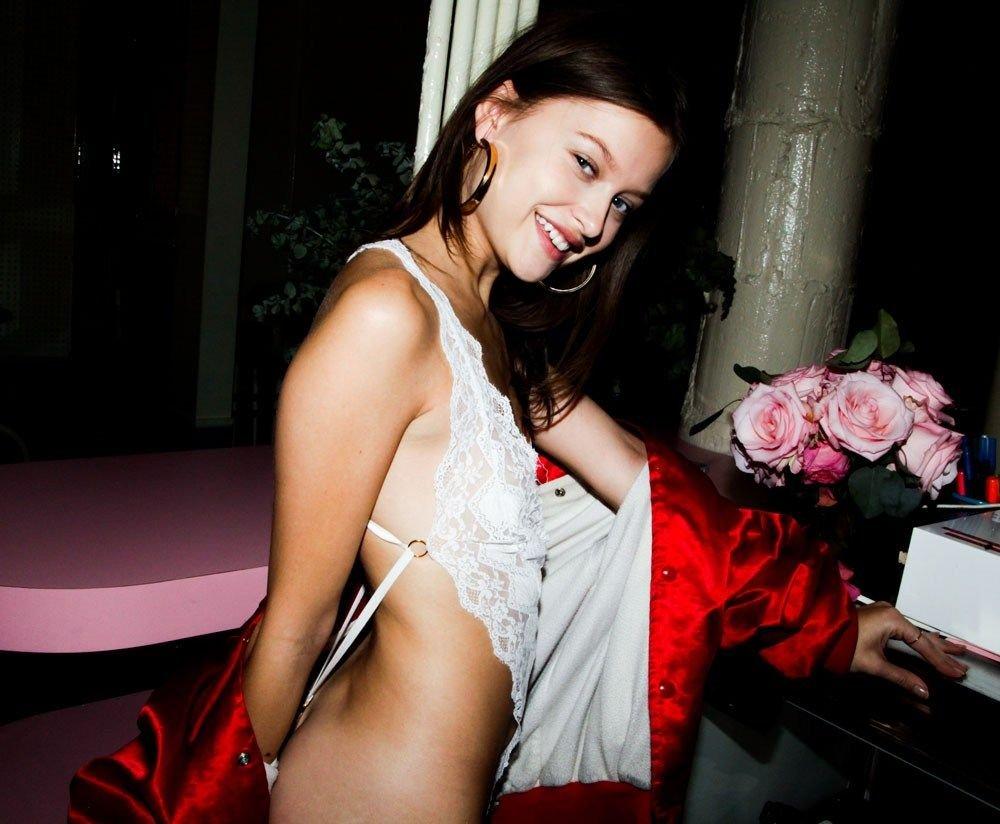 Lexi Wood Sexy (18 Photos)