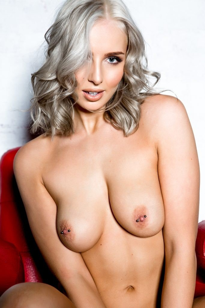 Lissy Cunningham Sexy and Topless (Page 3 – 5 Photos)