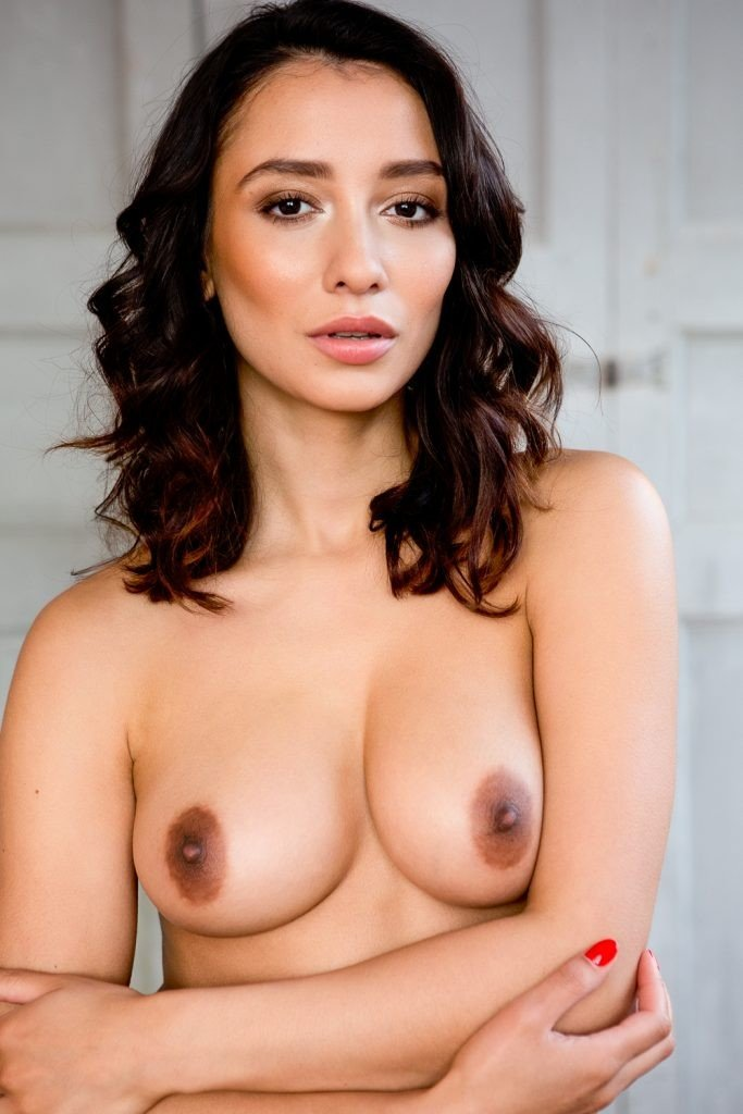 Nicola Paul Sexy & Topless 4