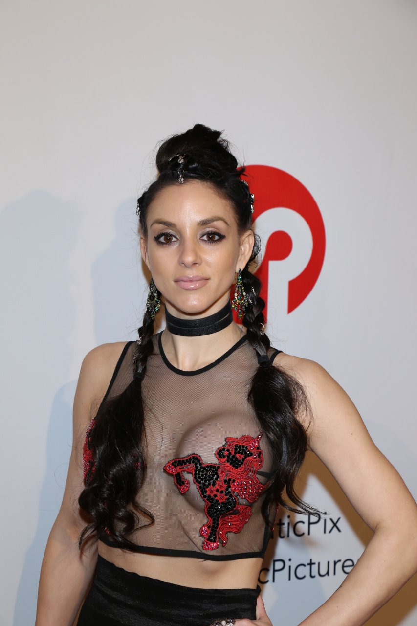Rachele royale tits