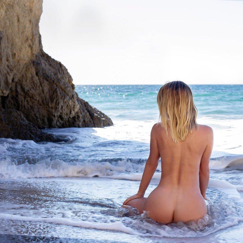 Sara Underwood (3 Sexy Photos)