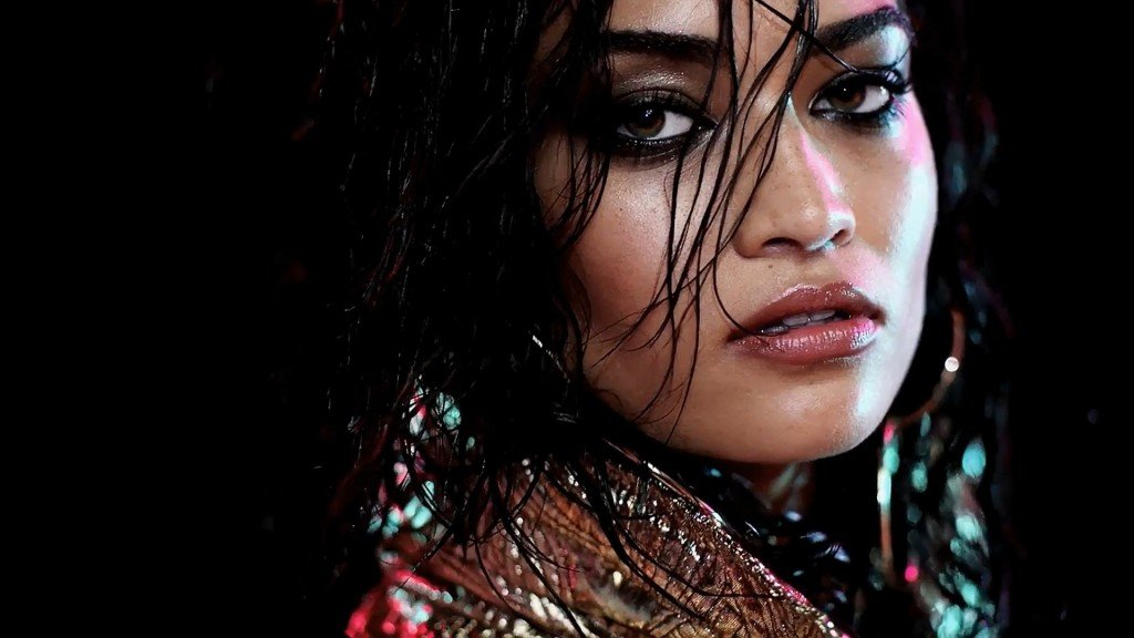 Shanina Shaik Sexy – 2016 LOVE Advent (Bonus)