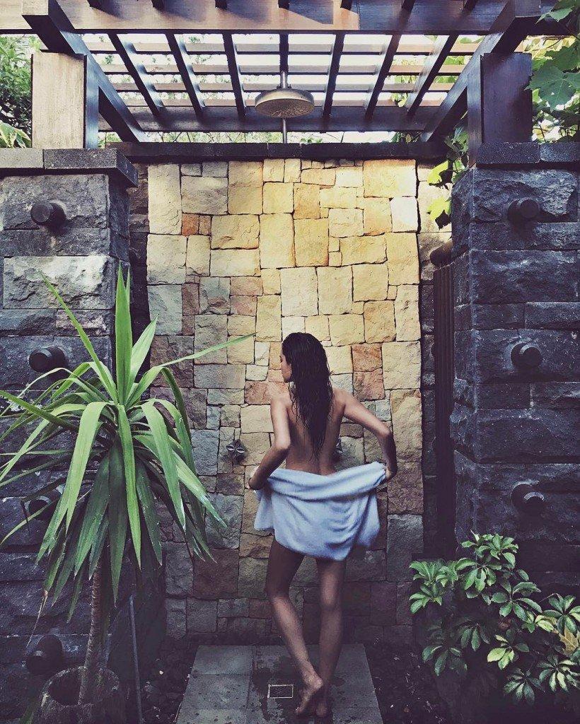 Shay Mitchell Nude (1 Photo)