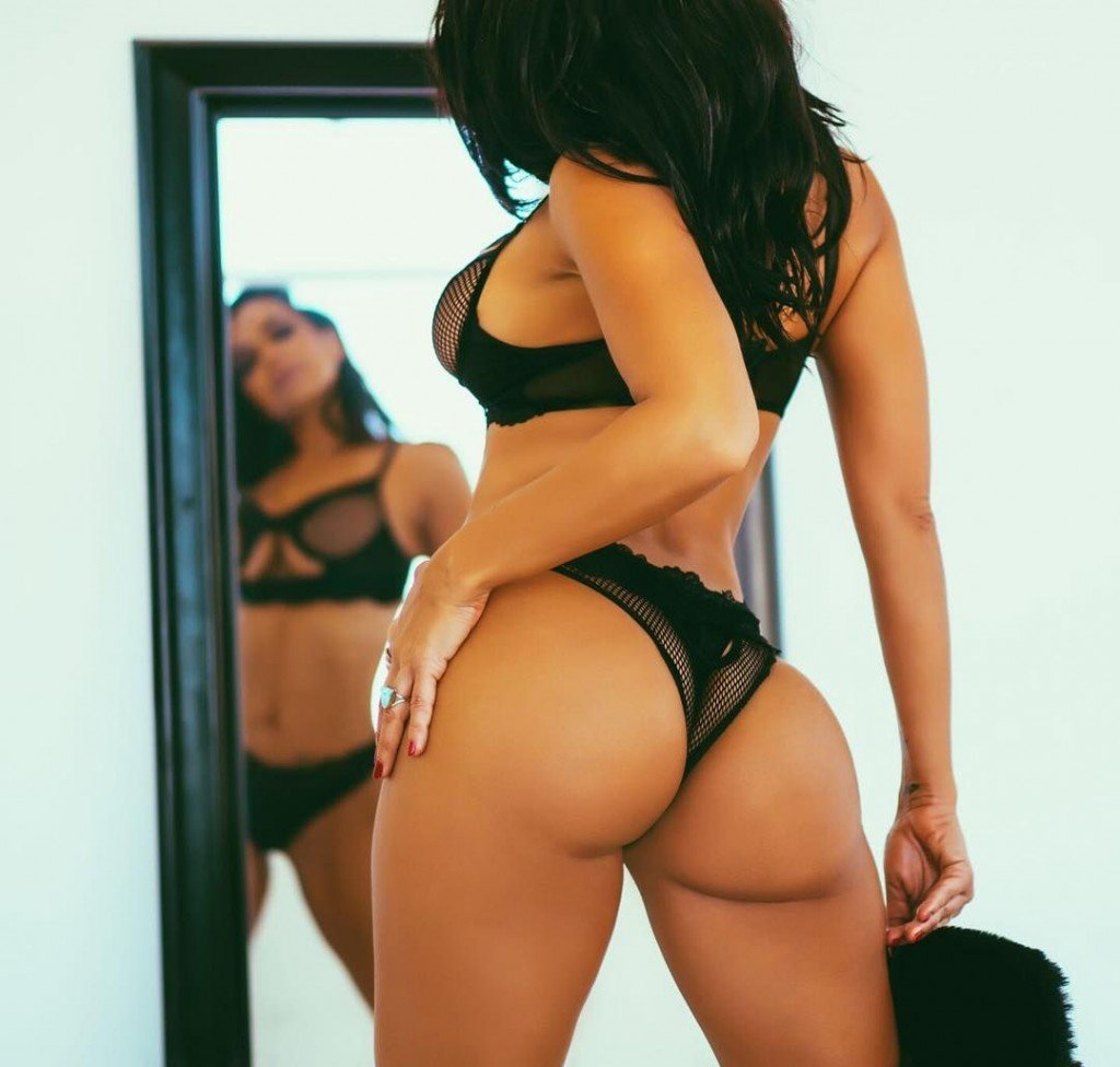 Vida Guerra Sexy (34 Photos + GIFs and Videos)