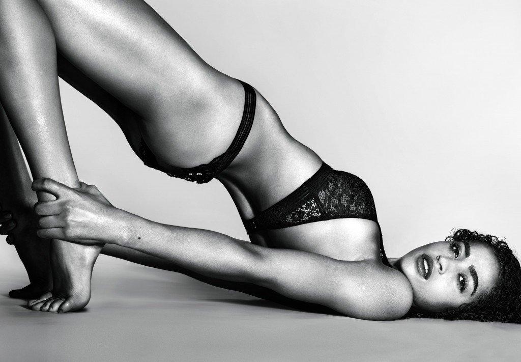 Alanna Arrington Sexy (2 Photos)