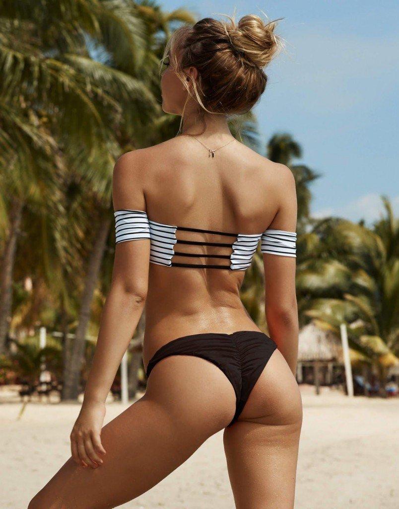 Alexis Ren Sexy (8 Photos)