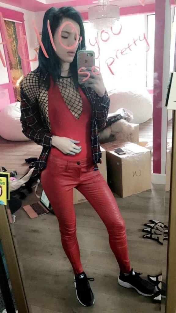 Bella Thorne (11 Hot Photos)