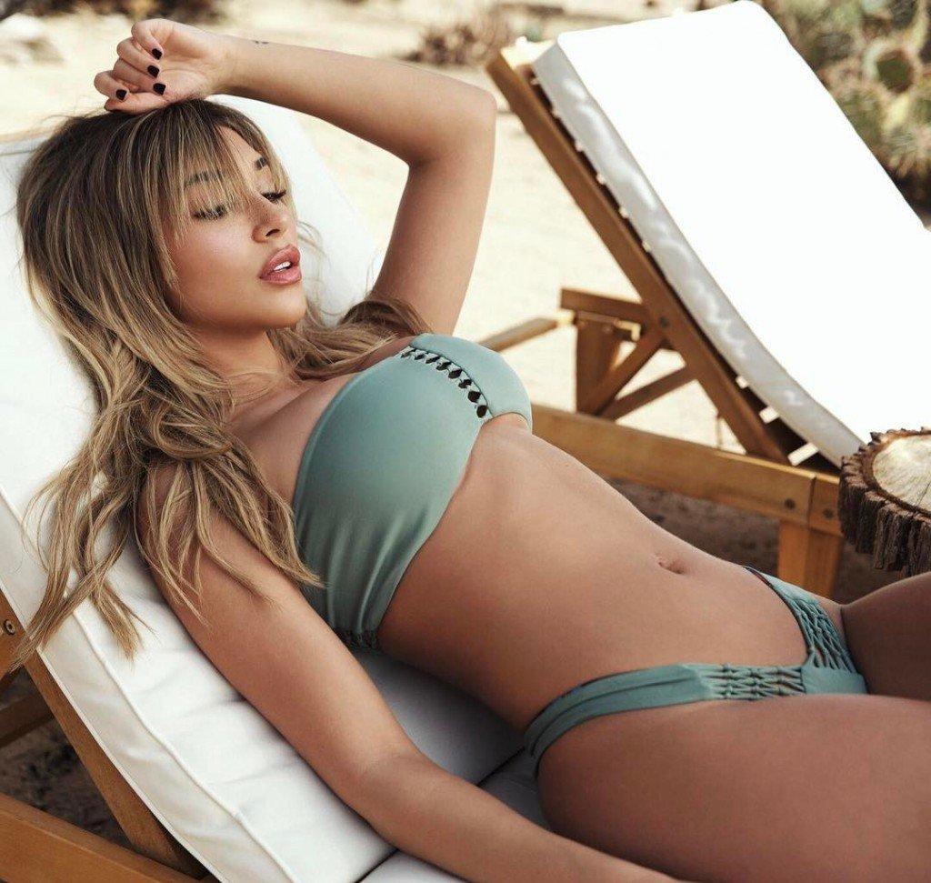 Sarah Snyder & Chantel Jeffries Sexy (25 Photos)