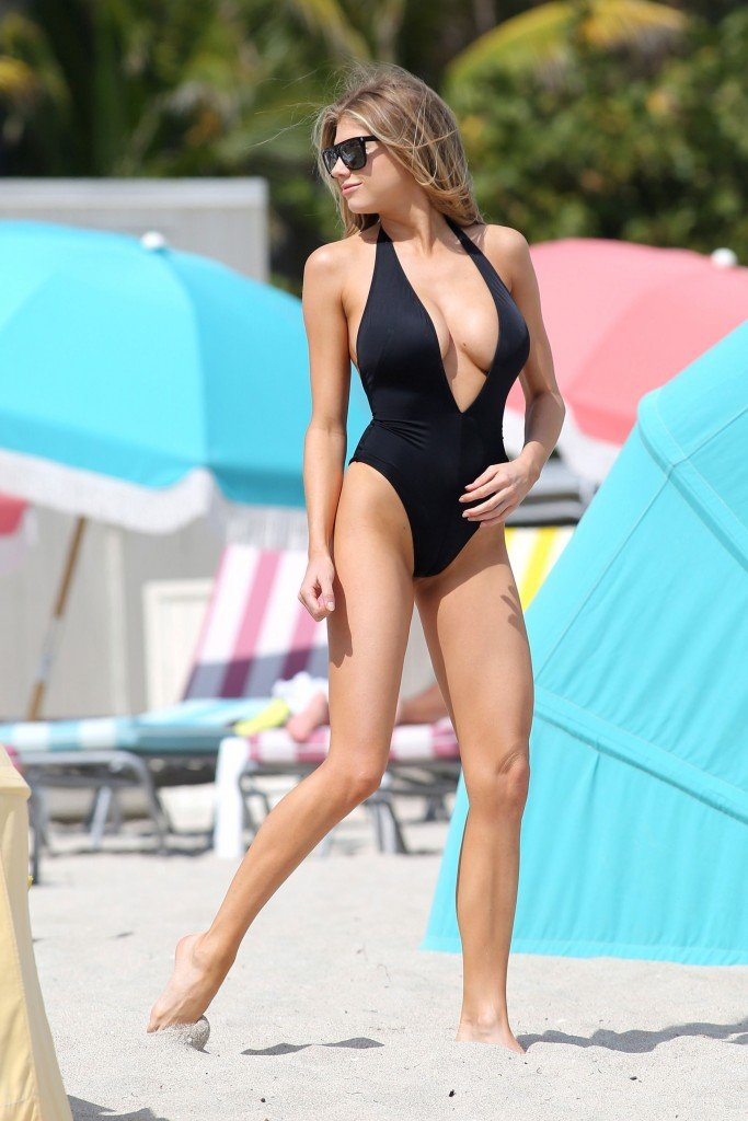 Charlotte McKinney Sexy 120 thefappening.so