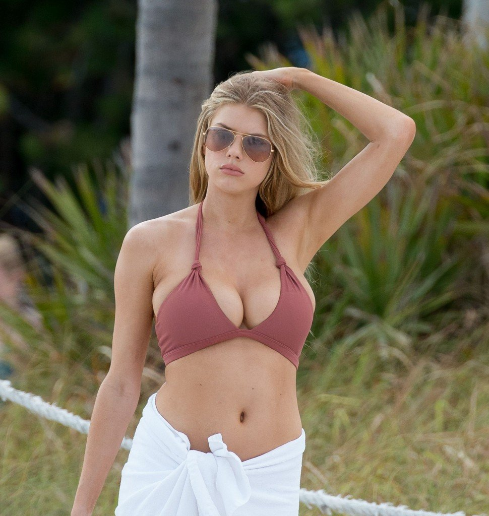 Charlotte McKinney Sexy 2 thefappening.so