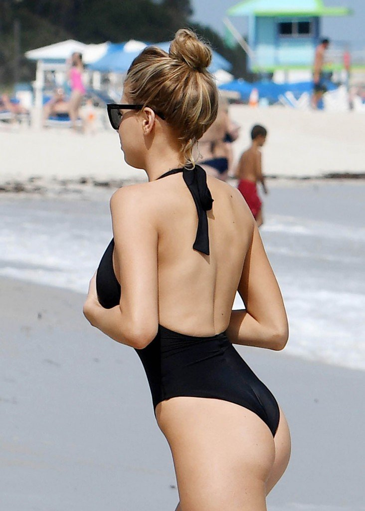 Charlotte McKinney Sexy 50 thefappening.so