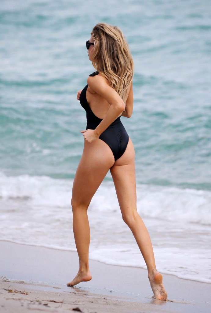 Charlotte McKinney Sexy 72 thefappening.so