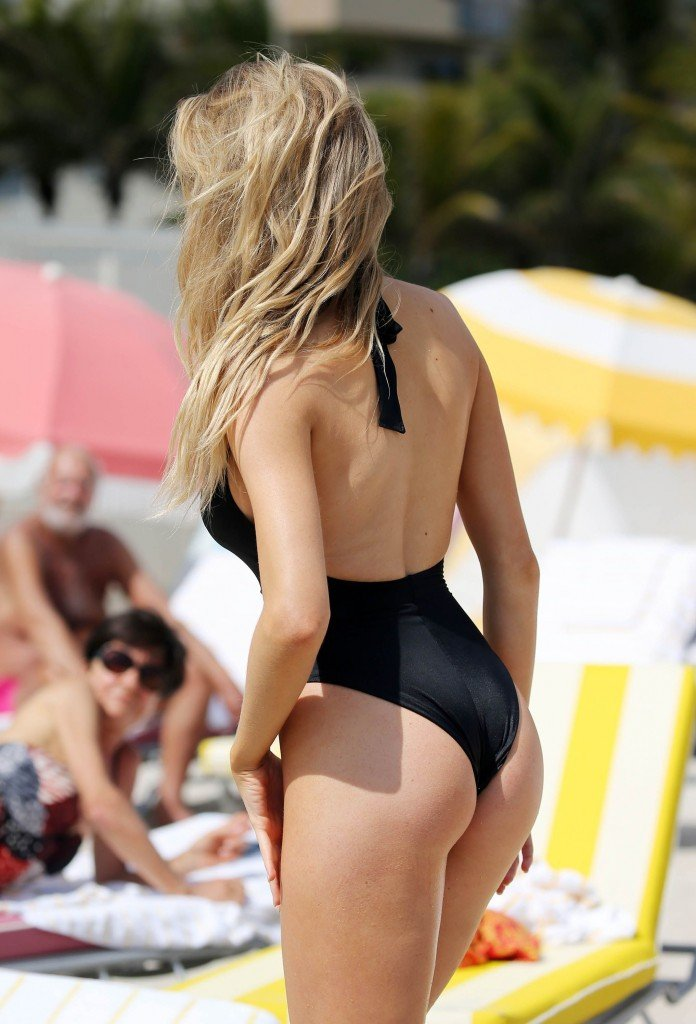 Charlotte McKinney Sexy 81 thefappening.so