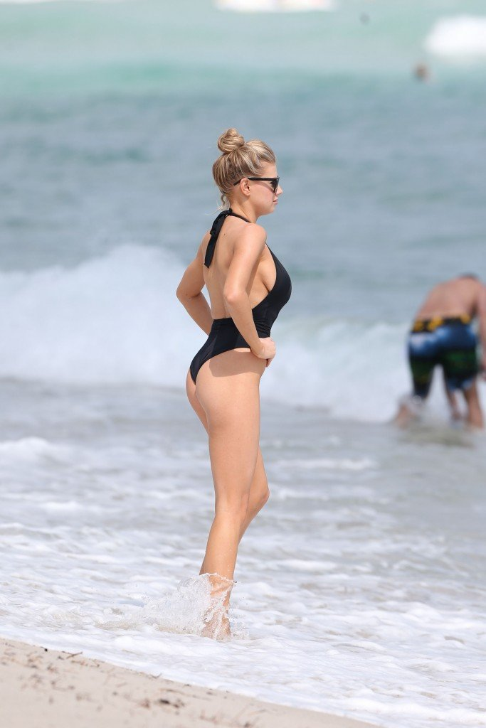 Charlotte McKinney Sexy 87 thefappening.so
