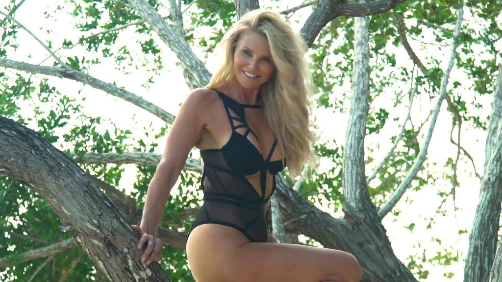 Christie Brinkley Sports Illustrated Swimsuit 2017_6