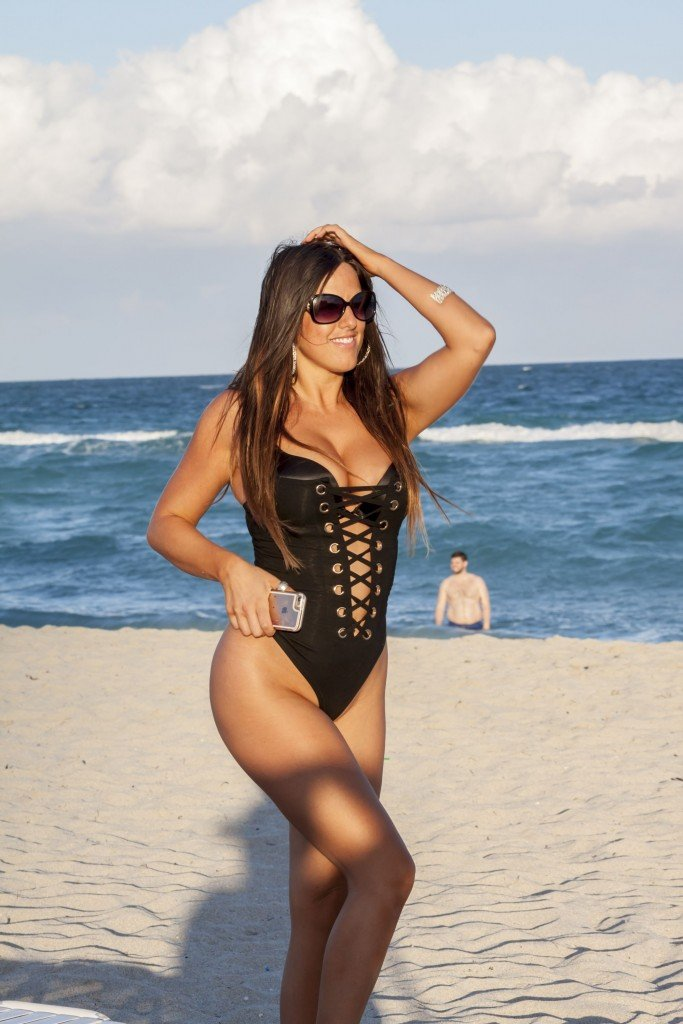 Claudia Romani Sexy (26 Photos)