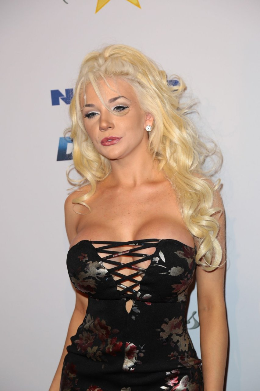 Mariah carey cleavage - 3 part 10