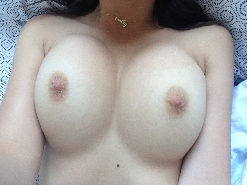 tits leaking ... Emily Ratajkowski New Leaked Photos 50 thefappening.so ...