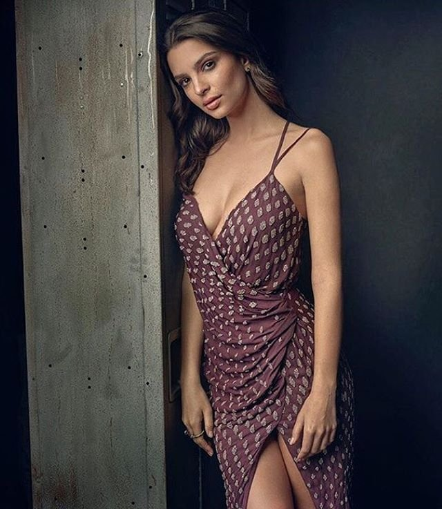 Emily Ratajkowski Sexy (22 Photos)