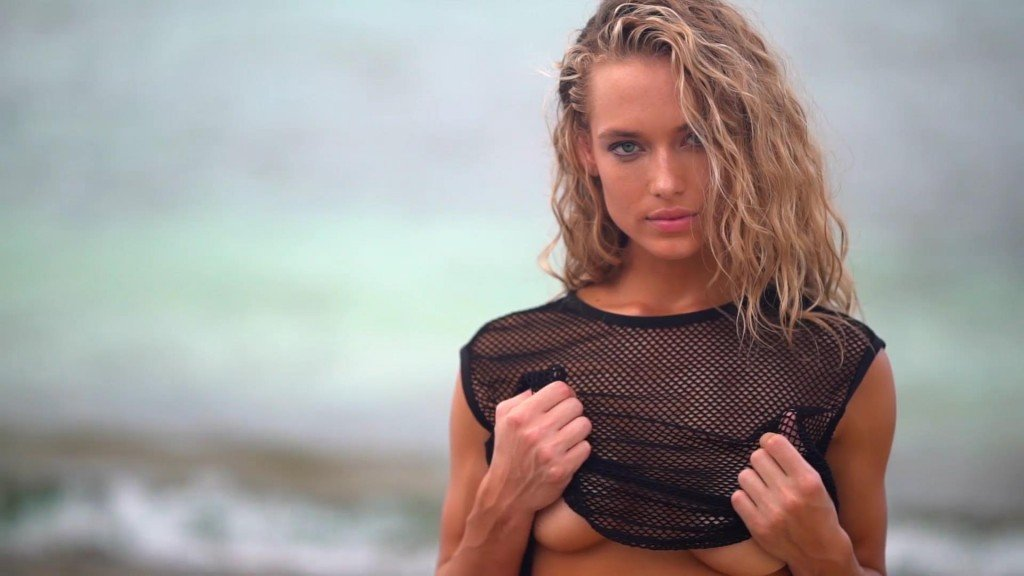 Hannah Ferguson Intimates SI Swimsuit 2017_18