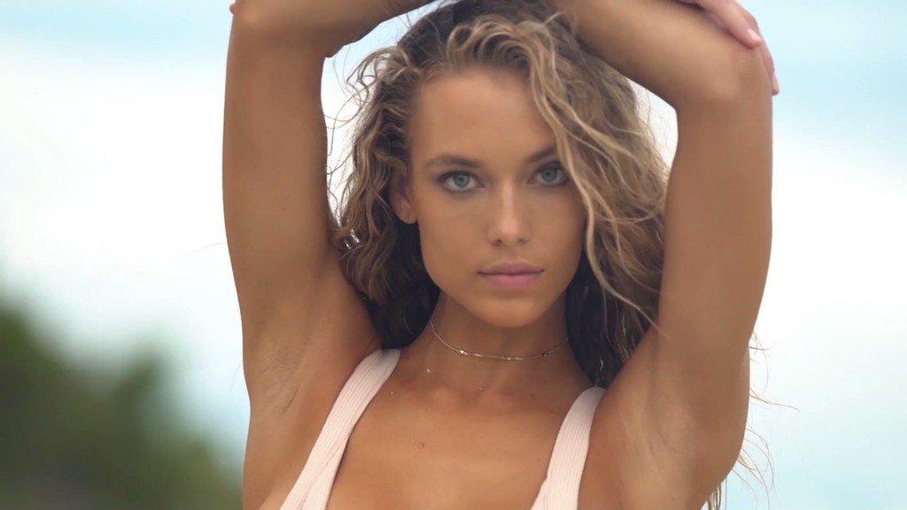 Hannah Ferguson Sexy Topless 17