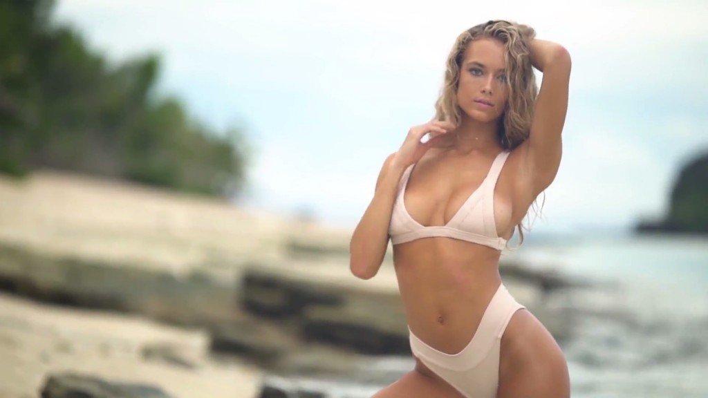 Hannah Ferguson Sexy Topless 19