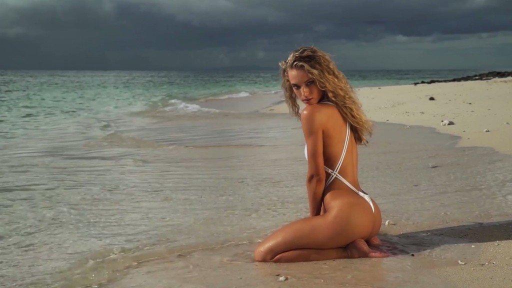 Hannah Ferguson Sexy Topless 32