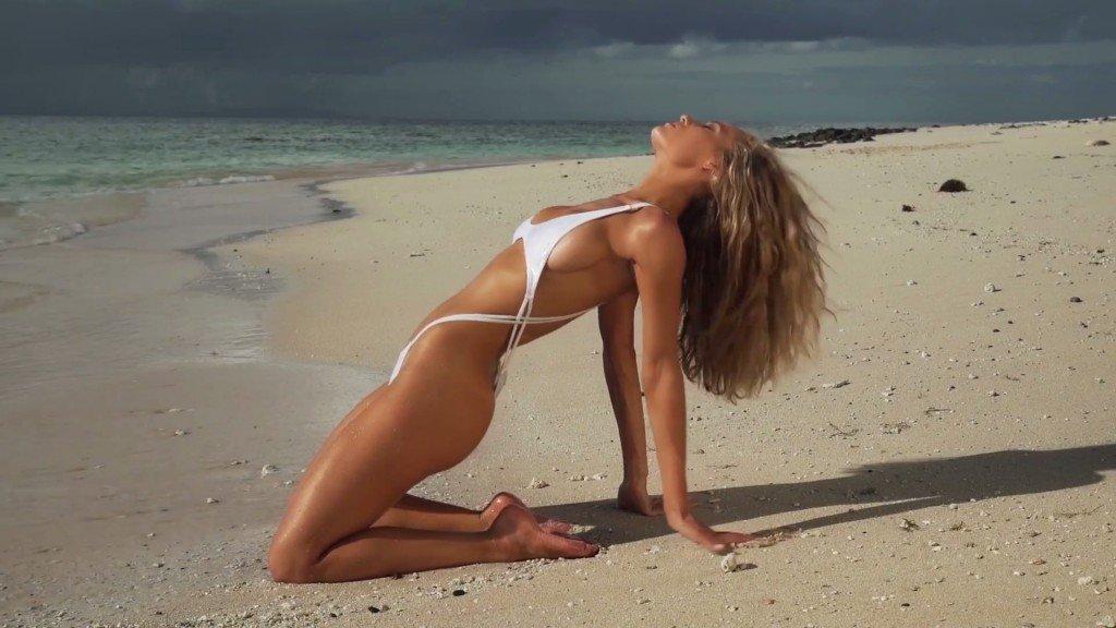Hannah Ferguson Sexy Topless 34