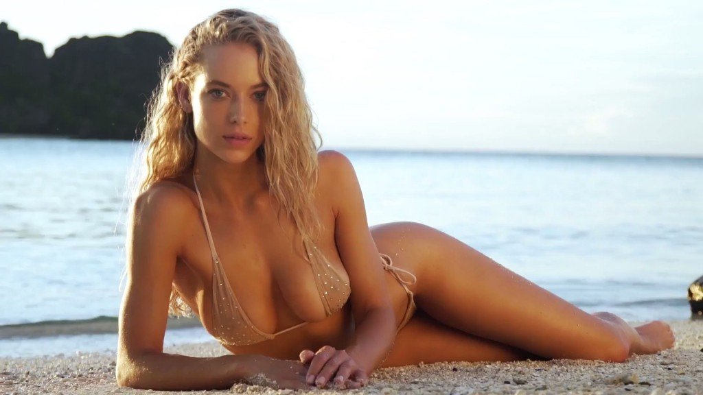 Hannah Ferguson Sexy Topless 37