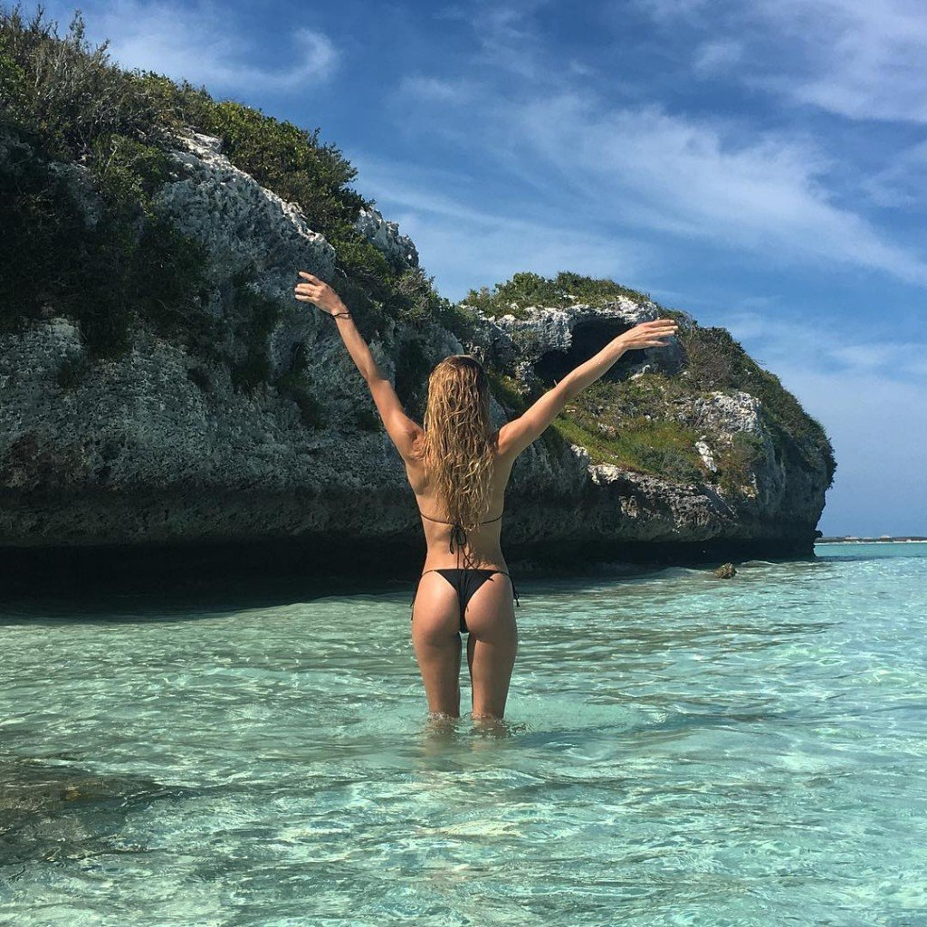 Hannah Ferguson Sexy (6 Photos)