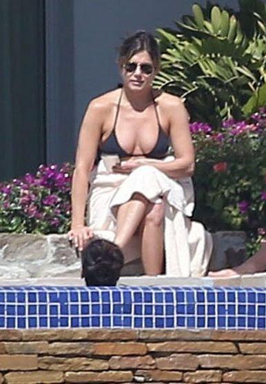 Jennifer Aniston Sexy (42 Photos)