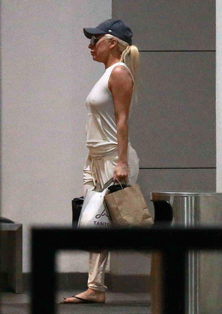 Lady Gaga Braless (6 Photos)