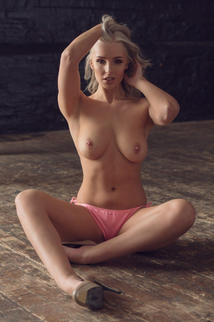 Lissy Cunningham Sexy and Topless Photos 4