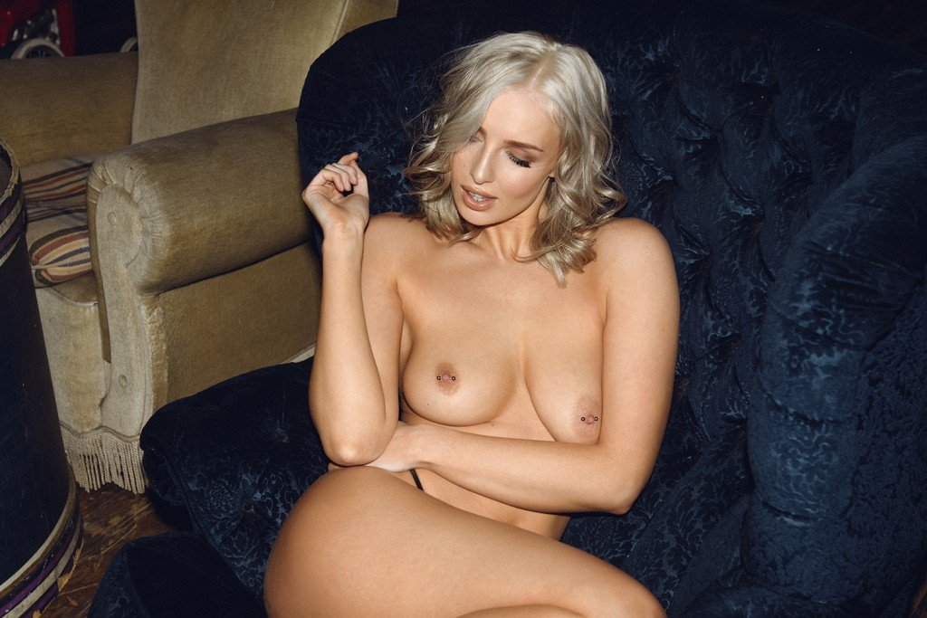 Lissy Cunningham Sexy and Topless (5 Hot Photos for Page 3)