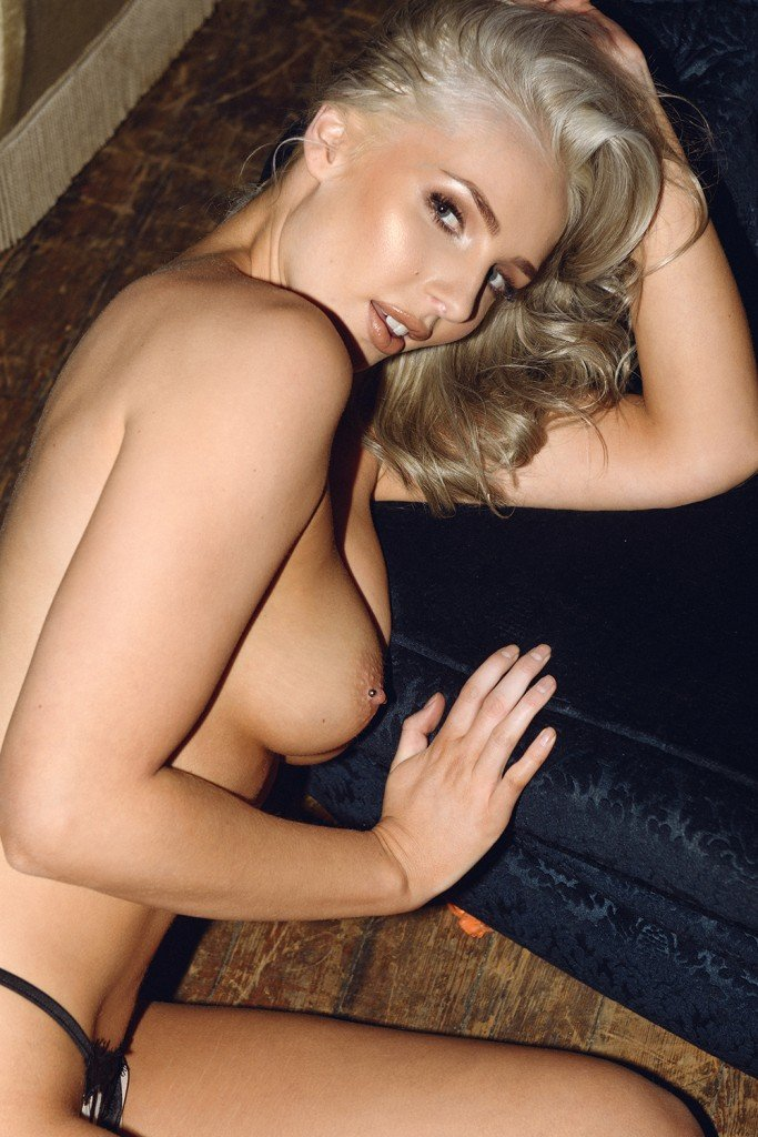 Lissy Cunningham Sexy and Topless Pics 5
