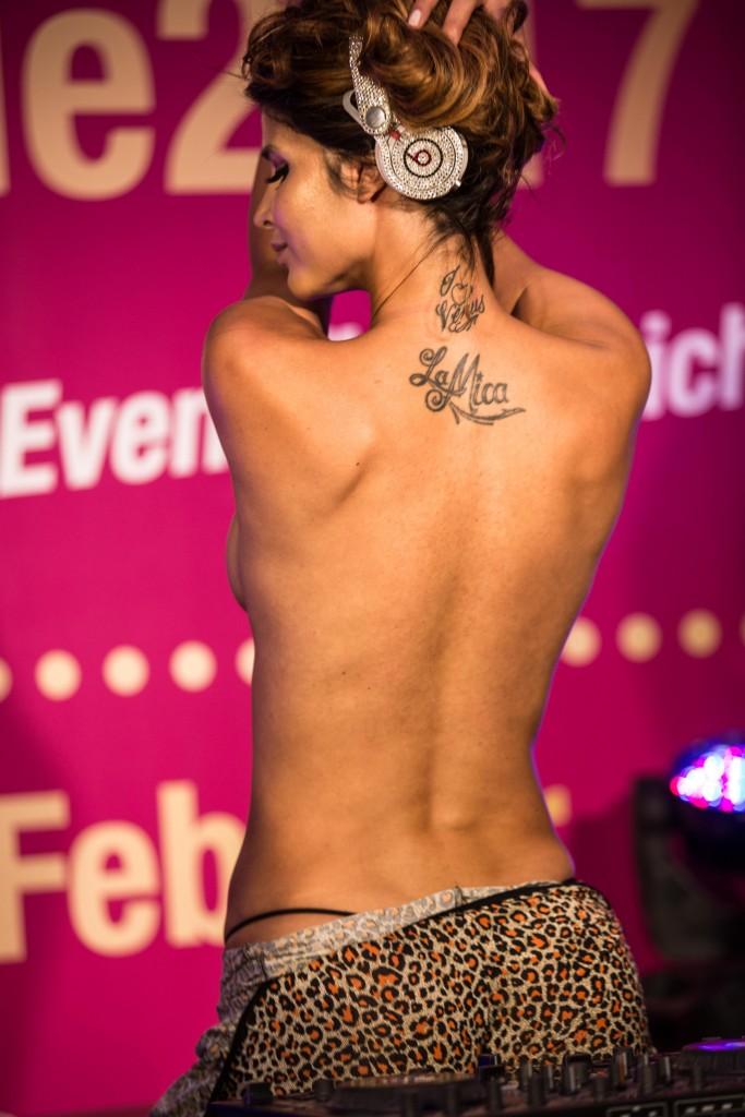 Micaela Schäfer Sexy & Topless (6 Photos + Video)