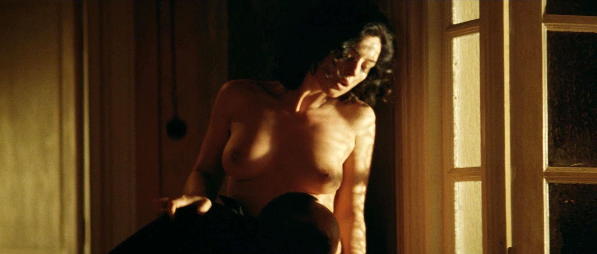 Monica bellucci nude boobs in malena