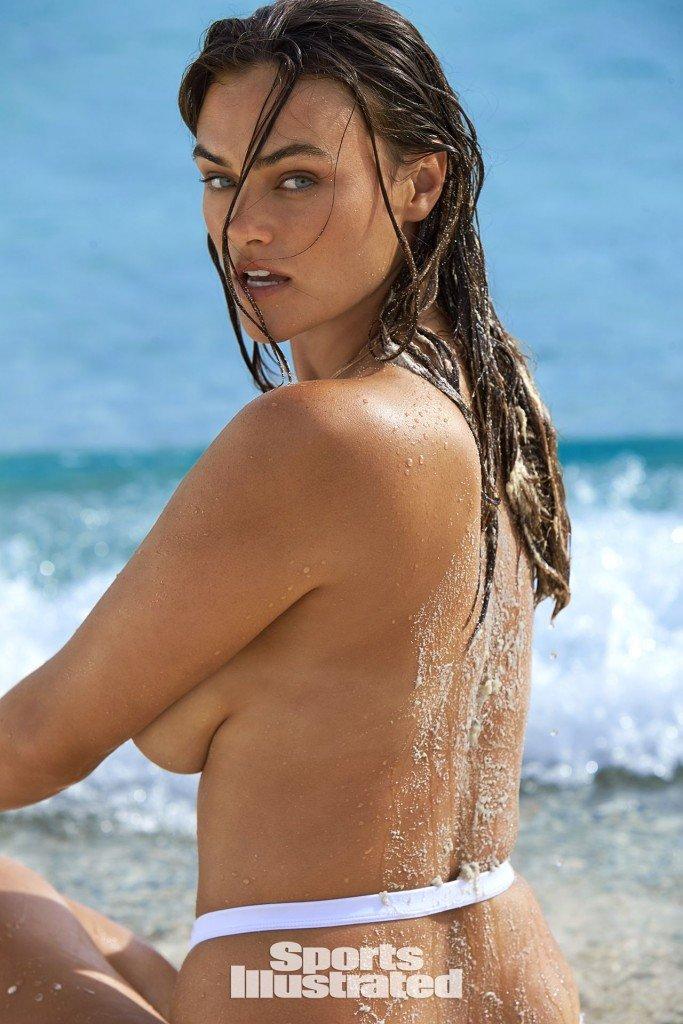 Myla Dalbesio Sexy 1