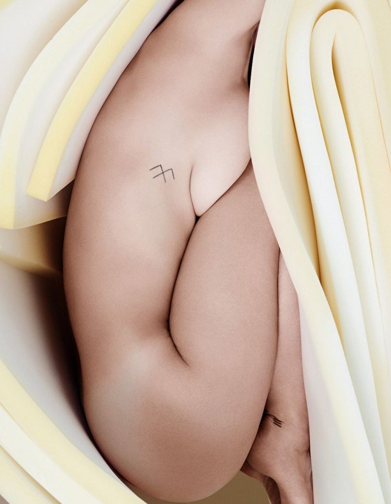 Myla Dalbesio Topless & Sexy (9 Photos)