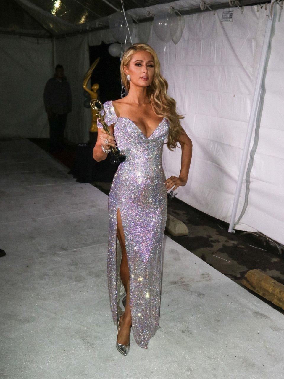 Paris Hilton wardrobe malfunction