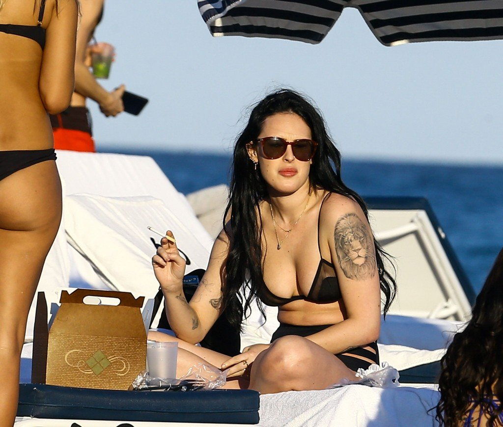 Rumer Willis Sexy 14 thefappening.so