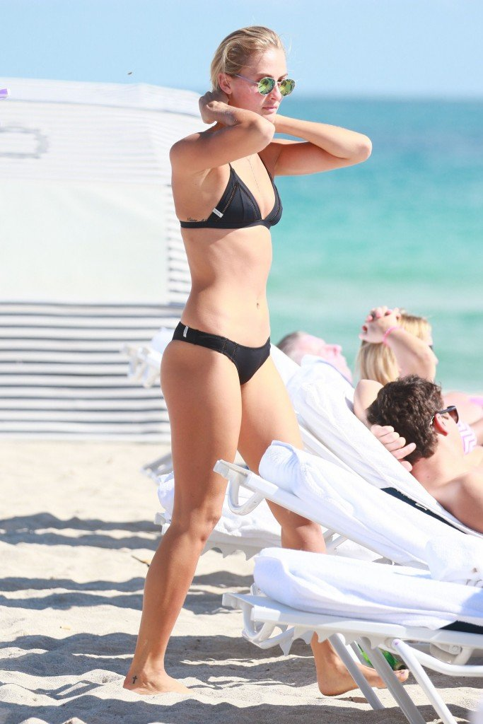 Selena Weber Sexy (16 Photos)