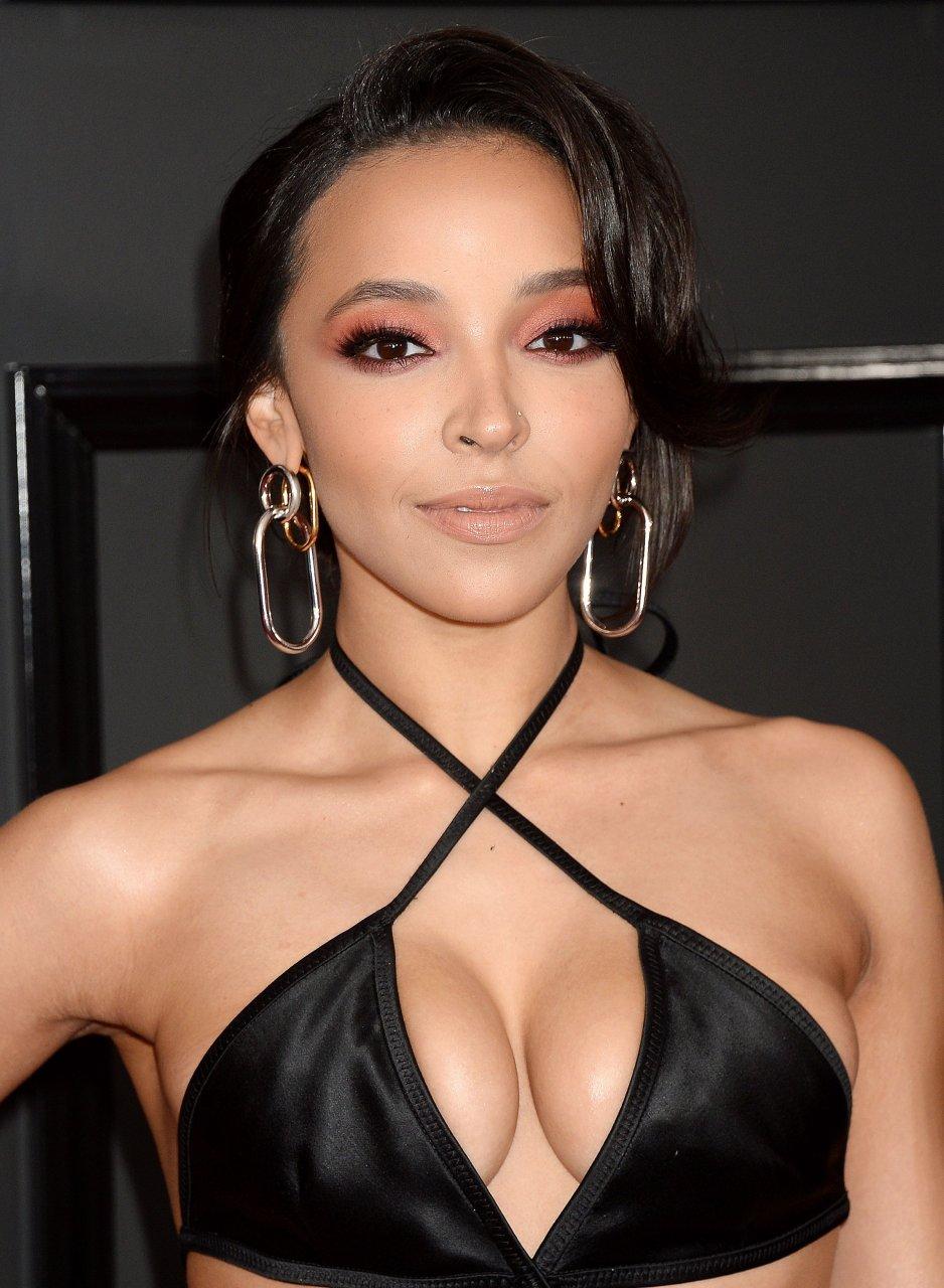 nackt Tinashe Camilla Parker