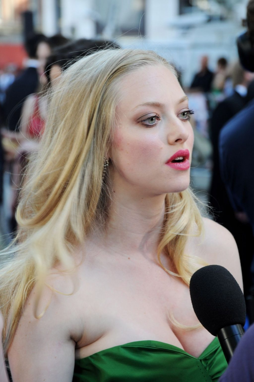 Amanda Seyfried Nude & Sexy (166 Photos + Leaked PORN and Hot Videos)