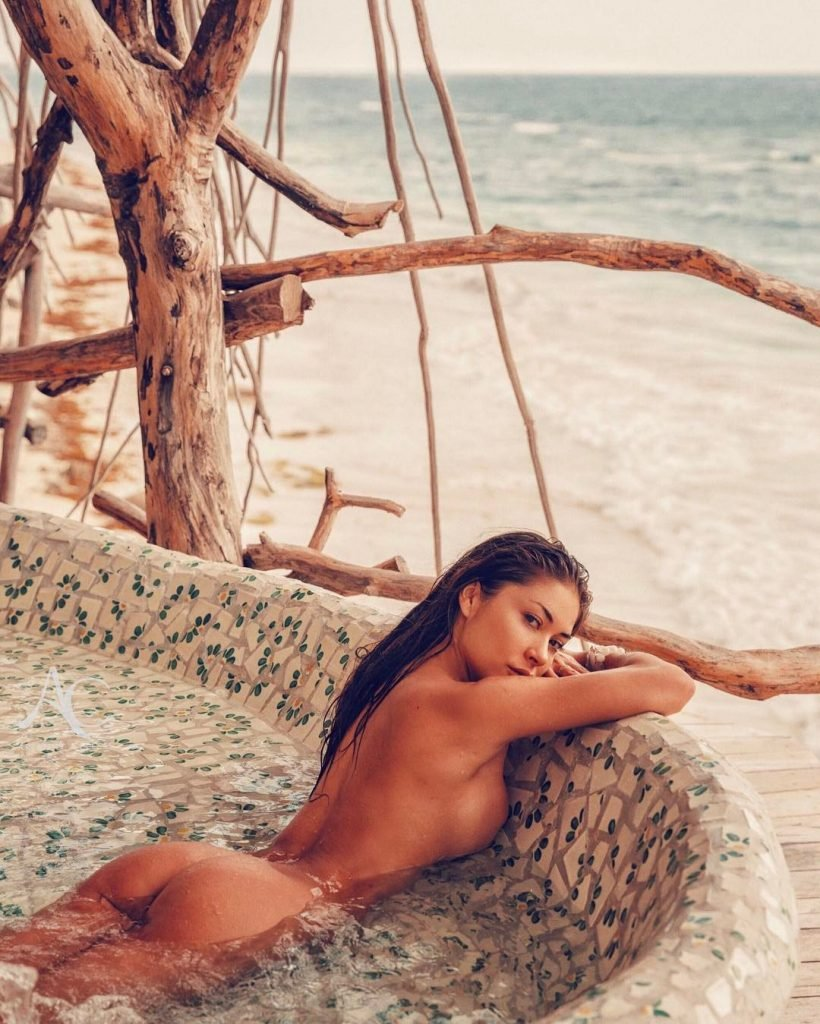 Arianny Celeste Naked (1 Photo)