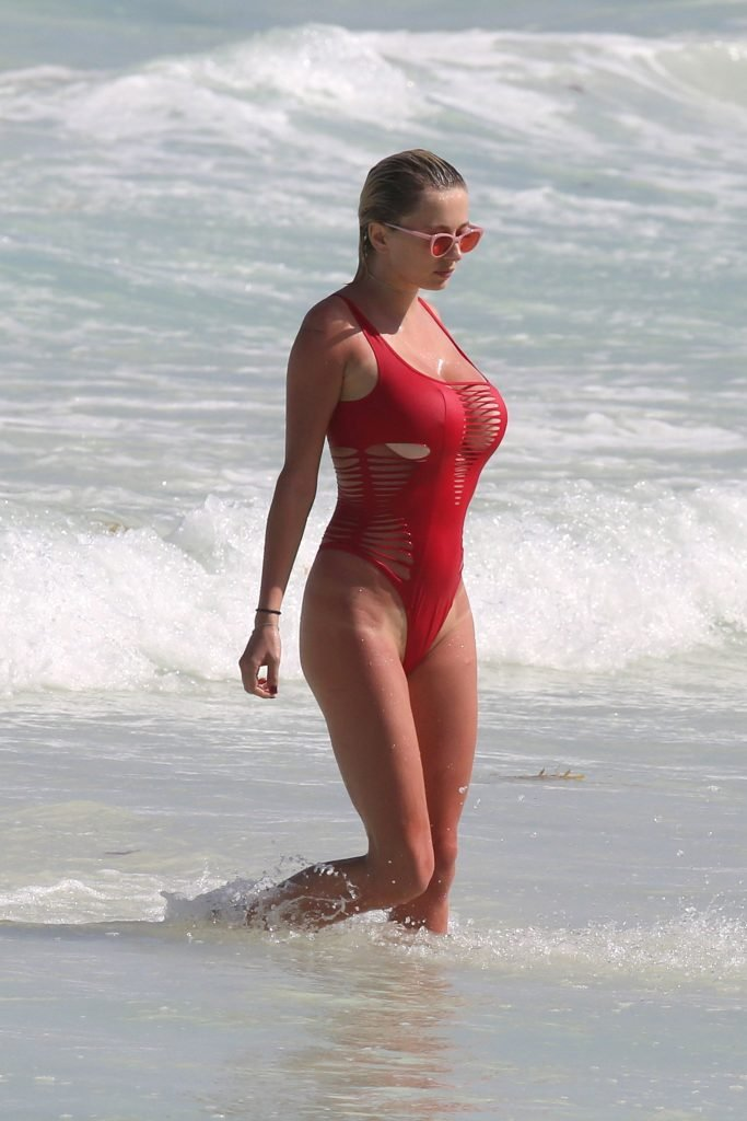 Caroline Vreeland Sexy (27 Photos)